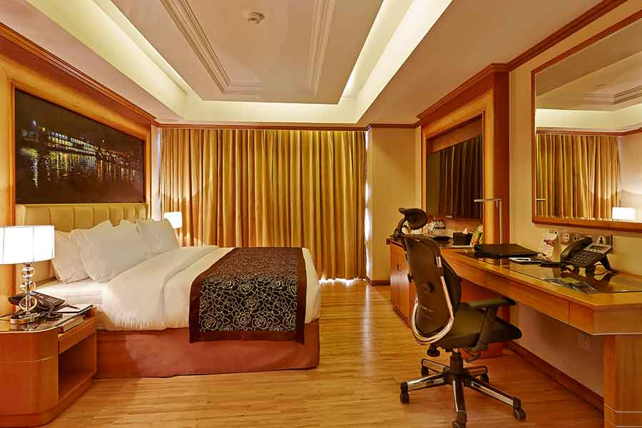 sixseasonshotel-executive-suite