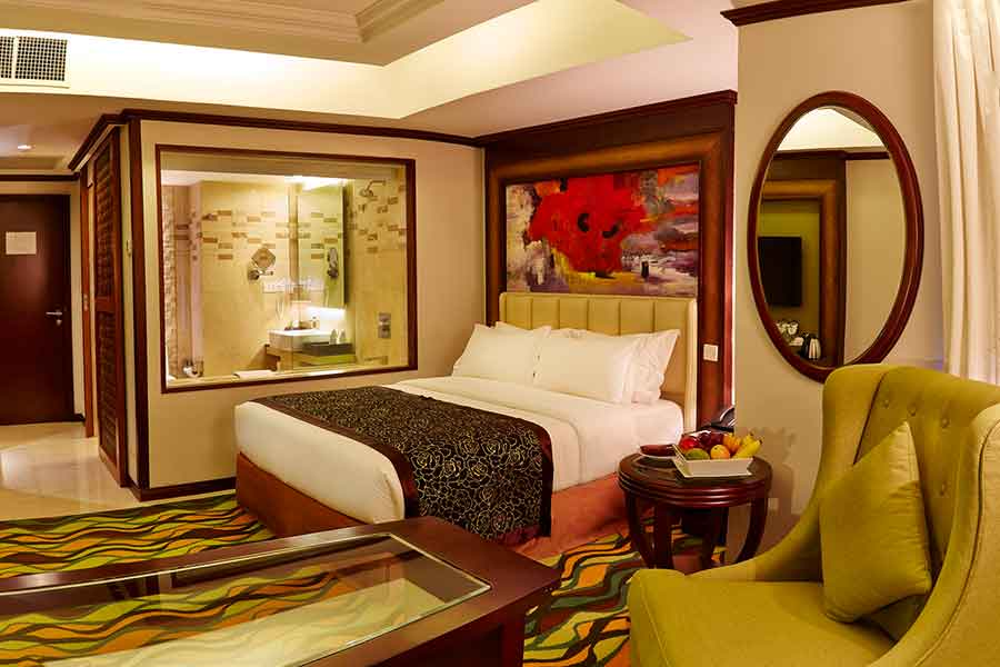 sixseasonshotel-gold-deluxe